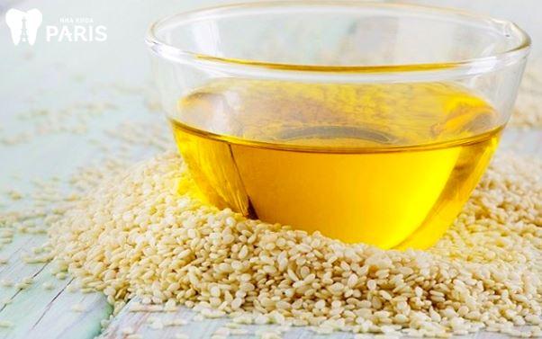 Làm trắng răng bằng dầu oliu và dầu mè