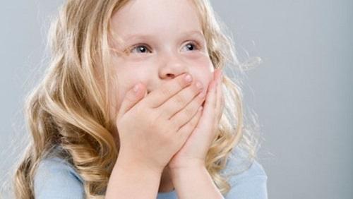 Chữa hôi miệng cho bé trên 1 tuổi tại nhà