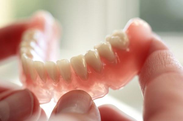 Hàm răng giả tháo lắp giá bao nhiêu tiền là chuẩn? 1
