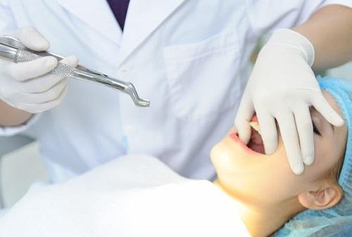Nhổ răng xong nên ăn gì? Hướng dẫn từ nha sĩ