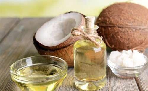 Cách làm trắng răng bằng baking soda + dầu dừa