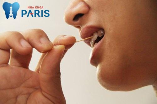 Tại sao xỉa răng có MÙI HÔI & cách xử lý dứt điểm ? 1